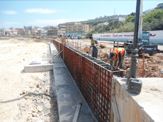 651-metre-long concrete protection wall with Modular formwork