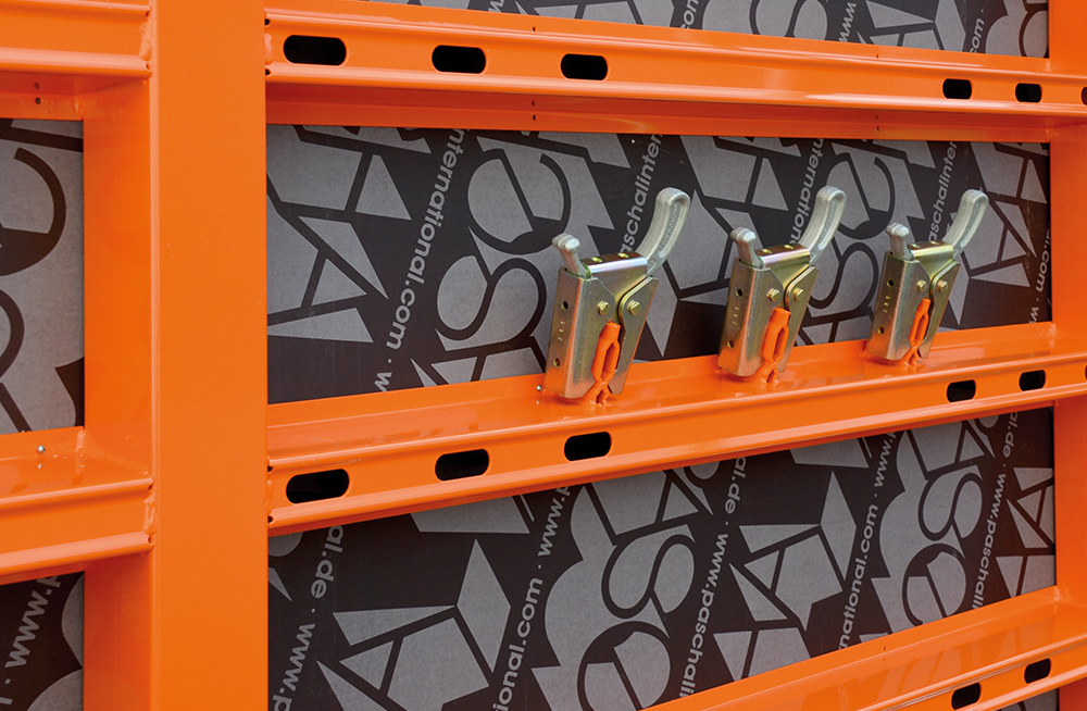 LOGO.3 formwork panels with integrated clamp mounting